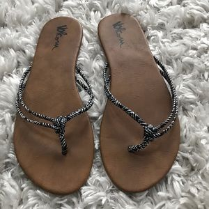 Volcom flip flops size 7-1/2